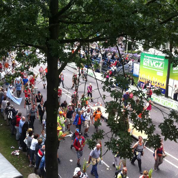 Lopers tijdens Vierdaagse Nijmegen
