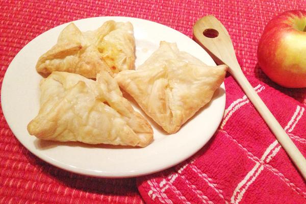 Bladerdeeg met appel en kaas