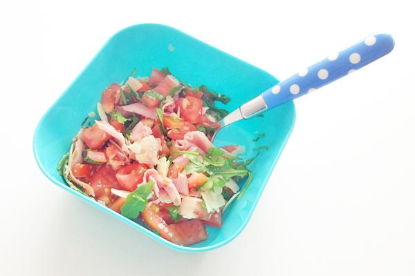 Salade met tomaat en ham