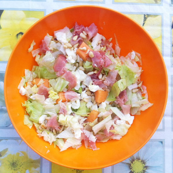 Salade met meloen, ham en mozzarella