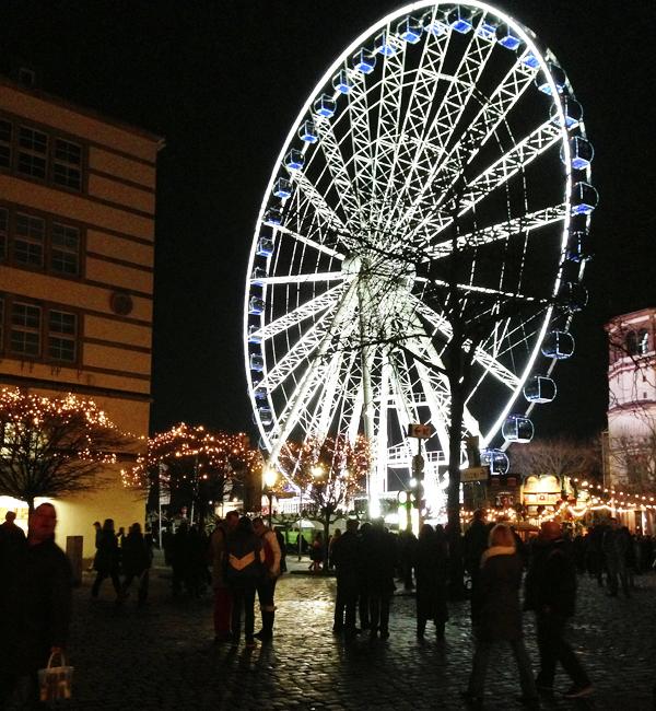 Reuzenrad, kerstmarkt in Dusseldorf
