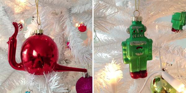 Witte kerstboom met slak en robot