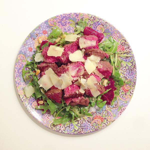 Salade met bietjes en biefstuk