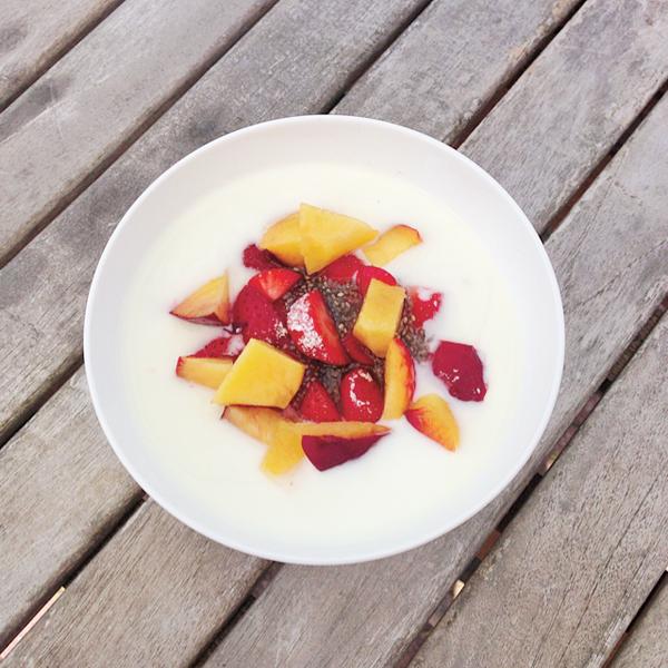 Yoghurt met fruit en chiazaad