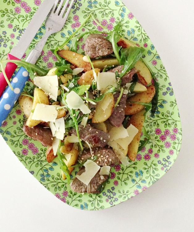 Snelle salade met rundvleesreepjes