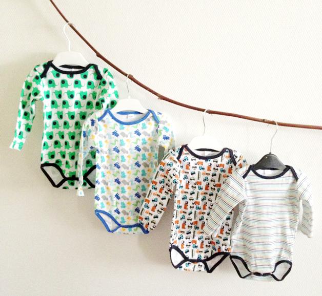 Zeeman babykleding; rompertjes met toffe print