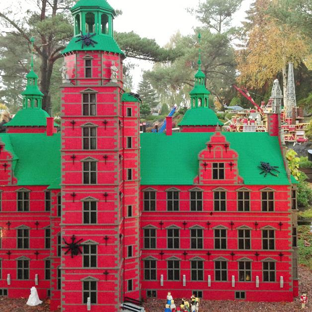Legoland Halloween - spinnen in Miniland